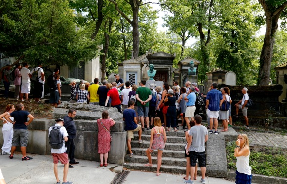 Tourists at Pere Lachaise