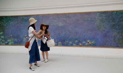 Tourists with Monet's Water lilies